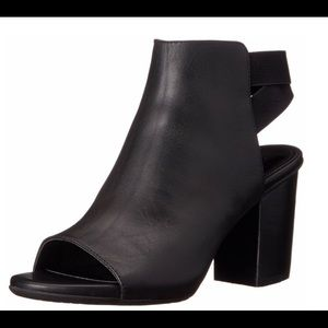 Kenneth Cole Reaction Ankle Bootie